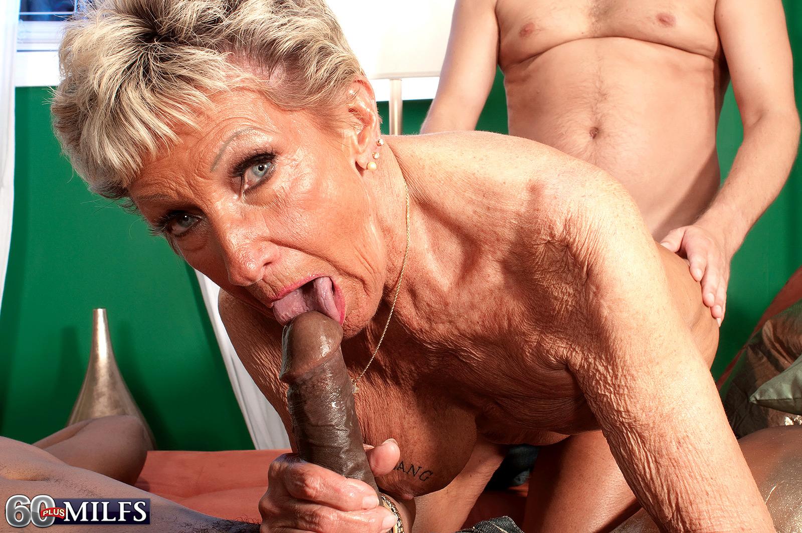 Смотреть порно негры ебут белую старуху 2 фотография