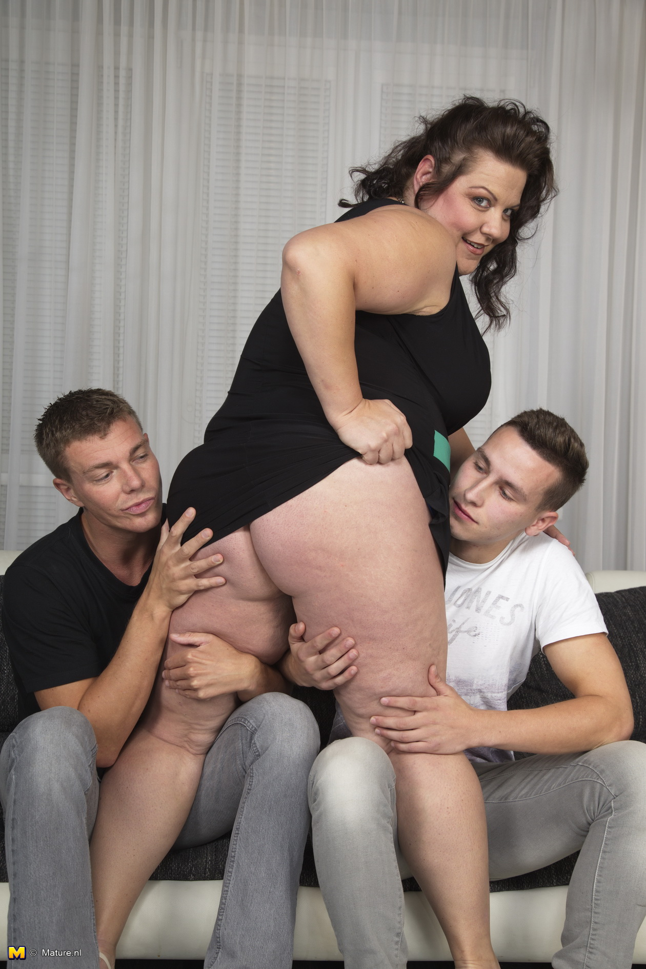 Vixen Threesome Two Guys