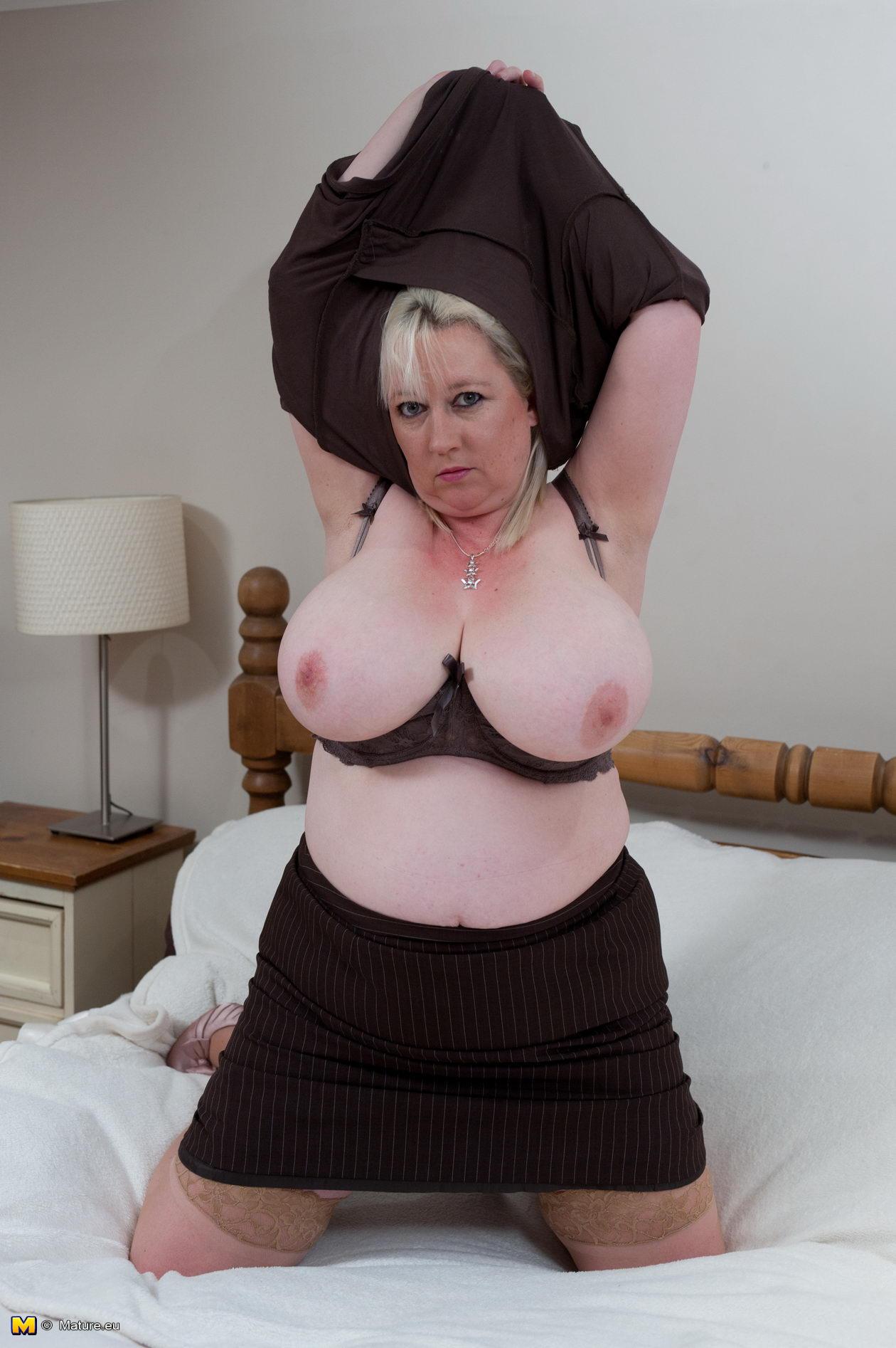 Hot Nude huge tits huge plumpers