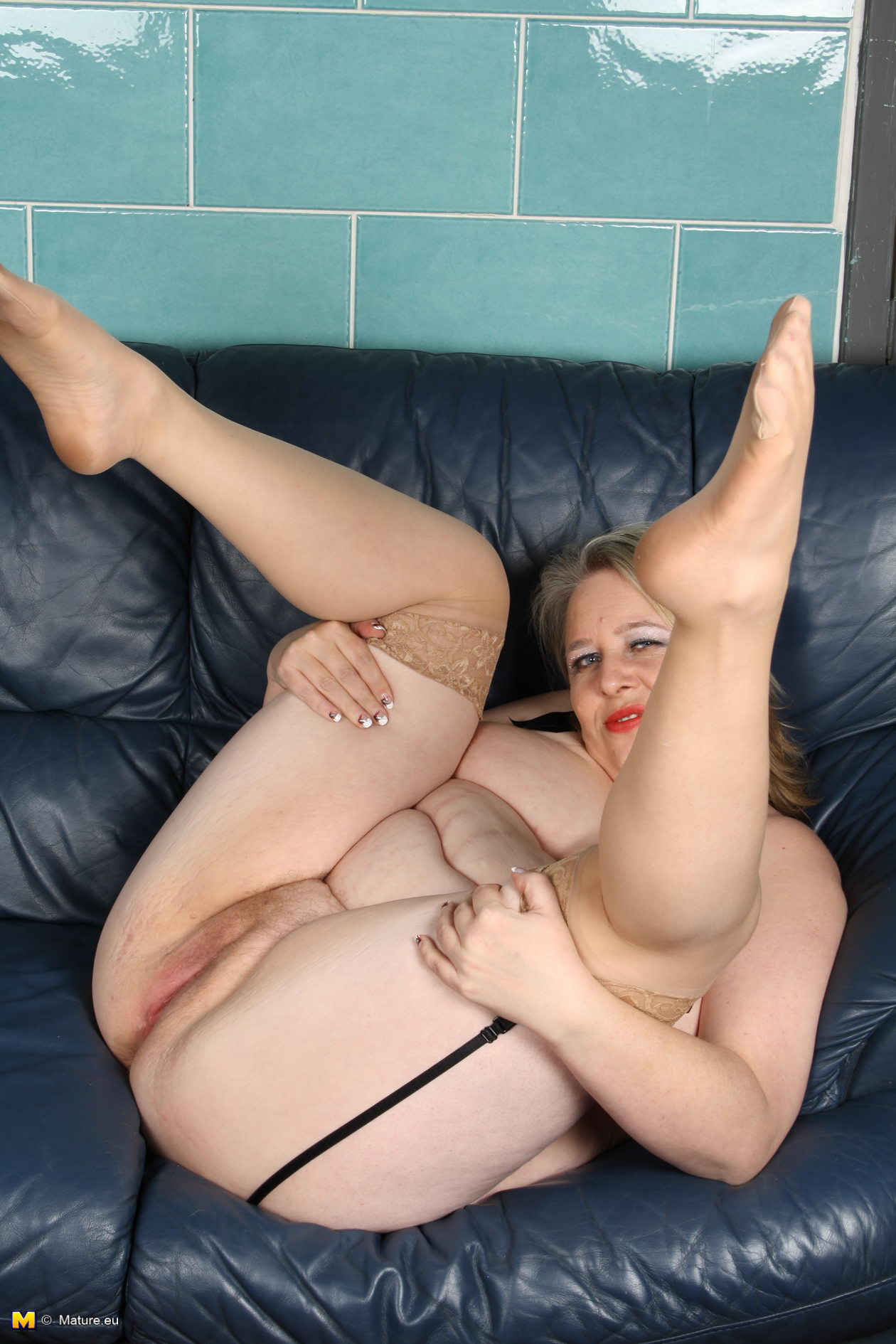 Curvy Girl Riding Dildo