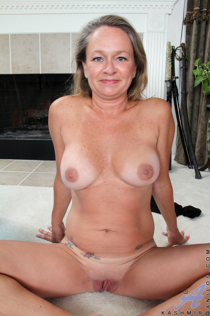 Lady tsunade from naruto naked masturbating