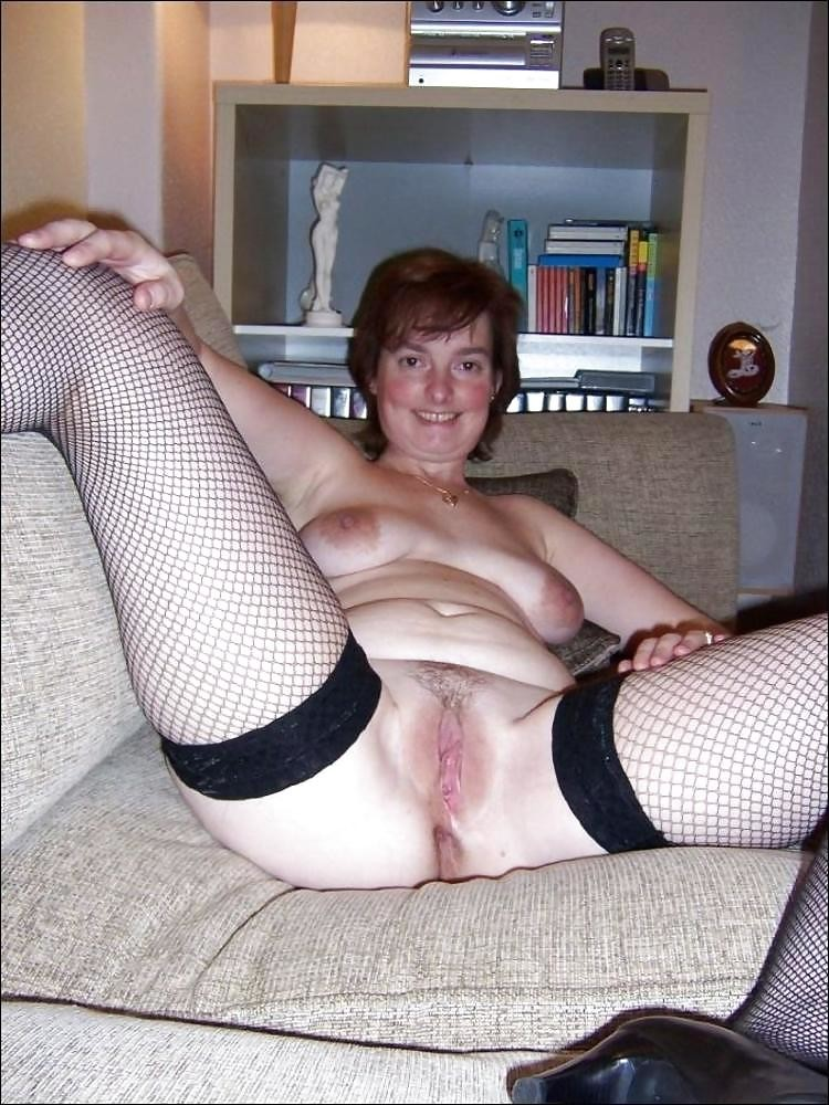 Mature Amateur Spreading Pussy